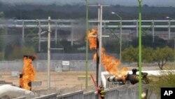 天然氣處理廠仍在燃燒