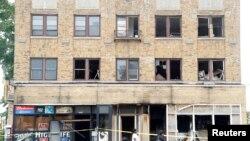 Un magasin d'alcool a été incendié à Milwaukee, Wisconsin, États-Unis, le 15 août 2016.