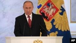 블라디미르 푸틴 러시아 대통령이 1일 모스크바 크렘린 궁에서 연례 국정 연설을 하고 있다.
