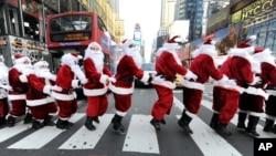 No todos los Santa Claus del mundo llegan del Polo Norte. Algunos se forman en una escuela en Michigan.