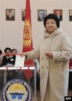 Prezident Roza Otunbayeva, Bishkek, 30-oktabr 2011
