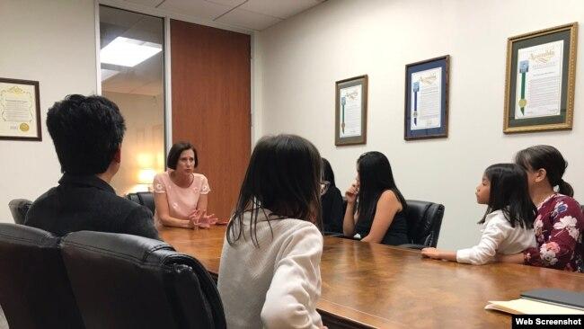 Dân biểu Mimi Walters gặp gỡ gia đình ông Michael Nguyễn ngày 2/8/2018, quận Orange, bang California. Website Mimi Walters.