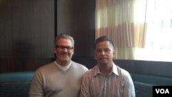 男同性伴侣马修·曼塞尔(左)和强诺·埃斯佩霍 (美国之音亚微拍摄)