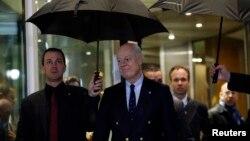 Стаффан де Мистура (в центре). Женева, Швейцария. 3 февраля 2016 г.