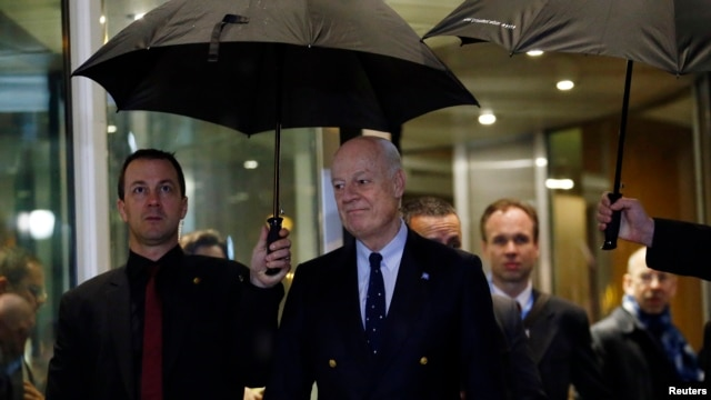 U.N. mediator for Syria Staffan de Mistura (R) arrives for a news conference on the Syrian peace talks outside President Wilson hotel in Geneva, Switzerland, Feb. 3, 2016.