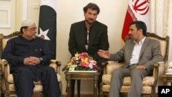 16일 아시프 알리 자르다리(좌) 파키스탄 대통령과 마흐무드 아마디네자드(우) 이란 대통령의 정상회담 장면