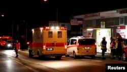 Transport des blessés suite à l'attaque à la hache perpétrée dans un train près de la ville de Würzburg, en Allemagne, 19 juillet 2016. (Reuters / Kai Pfaffenbach)