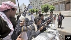 چهکدارانی شێخ سـادق ئهلئهحمهر خۆیان له ناوچهیهکی سهنعای پایتهخت دامهزراندووه، دووشهممه 6 ی شهشی 2011
