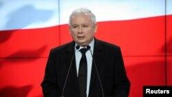Jaroslaw Kaczynski, pemimpin Hukum dan Keadilan (PiS) dalam konferensi pers di Warsawa, 28 Februari 2017. (Foto: dok).