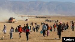 حملات شبه نظامیان به شهر سنجار دهها هزار تن از اقلیت ایزدی را آواره کرد