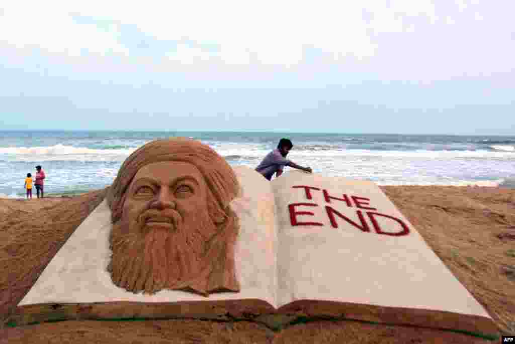 Indian sand artist Sudarshan Pattnaik gives finishing touches to a sand sculpture to mark the killing of Osama bin Laden, in Orissa, India, May 2, 2011. (AP)
