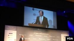 美國國土安全部網絡安全與基礎設施安全局局長克里斯‧克雷布斯(Chris Krebs)2019年4月23日在網絡接觸國際會議上發表演說(美國之音許寧拍攝)