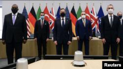 Nga e majta: Sekretari amerikan i Mbrojtjes Lloyd Austin, Ministri i Jashtëm Italian Luigi Di Maio, Sekretari amerikan i Shtetit Antony Blinken, Ministri i Jashtëm turk Cavusoglu dhe Sekretari i Përgjithshëm i NATO-s Jens Stoltenberg