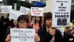 In this May 29, 2013 photo, South Korean protesters stage a rally urging China to stop repatriating North Korean defectors in front of the Foreign Ministry in Seoul, South Korea.
