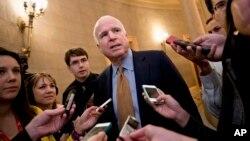 Thượng nghị sĩ đảng Cộng hòa John McCain, người sẽ llên giữ chức chủ tịch Ủy ban Quân vụ Thượng viện Mỹ đã thúc đẩy Tổng thống Obama có lập trường cứng rắn hơn đối với Nga.