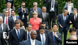 German Chancellor Angela Merkel (C) and U.S. President Barack Obama arrive with other G-7 participants for a group photo at the G-7 summit at the Elmau castle in Kruen near Garmisch-Partenkirchen, Germany, June 8, 2015.