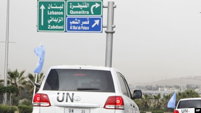 United Nations observers traveling in U.N. vehicles leave a hotel in Damascus, May 1, 2012.