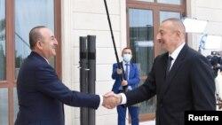 Türkiyənin xarici işlər naziri Mövlud Çavuşoğlu və Azərbaycan prezidenti İlham Əliyev Bakıda görüşür, 6 oktyabr, 2020.