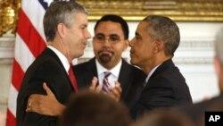 El presidente Obama despide por todo lo alto al secretario de Educación Arne Duncan, quien anunció su renuncia este viernes. En la foto aparece al centro John King Jr., quien lo reemplazará en el cargo.