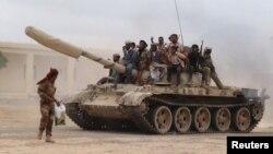 2015年3月24日忠於也門總統哈迪的武裝人員在埃爾-阿納德基地