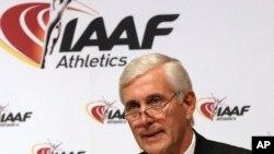 ທ່ານຣູນ ແອລເດີສັນ ປະທານທີມກວດກາ IAAF ກ່າວຕໍ່ກອງປະຊຸມນັກຂ່າວ ທີນະຄອນວຽນນາ ປະເທດອອສເຕຣຍ ວັນທີ 17 ມິຖຸນາ 2016.