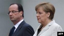 Novoizabrani francuski predsednik Fransoa Oland i nemačka kancelarka Angela Merkel uoči razgovora u Berlinu