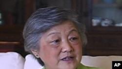 章含之2006年接受美国之音专访的视频截图