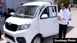 Presiden Jokowi mencoba model angkutan niaga Esemka di Boyolali, Jawa Tengah hari Jumat 6/9 (Courtesy: Setpres RI).