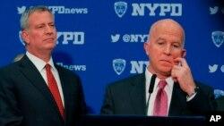 El alcalde de la ciudad de Nueva York, Bill de Blasio, y el comisionado de la Policía de Nueva York, James O'Neill, dicen que esta medida dañará la lucha antiterrorista de la ciudad.