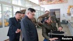 Shugaban Korea ta arewa, Kim Jong Un yayin wata ziyara da ya kai cibiyar da ake sarrafa sinadarai ta hanyar kimiyya
