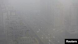 中國氣候變化下﹐北京空氣污染嚴重。(2014年2月26日資料照片)