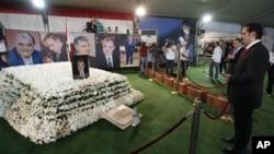 黎巴嫩前总理萨阿德.哈里里批评现政府对哈里里谋杀案的调查。图为他2009年11月9日为父亲扫墓的资料图。
