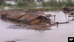 سکھر میں سیلاب سے متاثرہ ایک گوٹھ