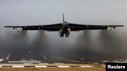 Máy bay ném bom B-52 của Mỹ.