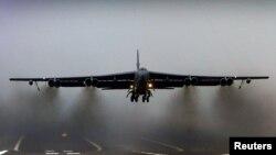 Máy bay ném bom B-52 của không lực Hoa Kỳ.