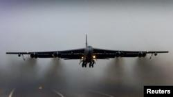 美國B-52 轟炸機起飛(資料照片)。