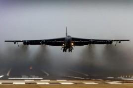Mỹ cho 2 máy bay ném bom B-52 bay qua khu vực phòng không Trung Quốc mới thiết lập tại quần đảo tranh chấp ở Biển Hoa Đông, tháng 11 năm 2013.
