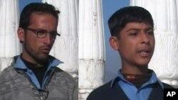 دو تن از شاگردان ساحۀ وزیرستان که از اسلام آباد دیدن کردند