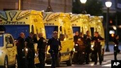 در حملۀ روز پنجشنبه ۱۳ نفر کشته و حدود ۱۰۰ دیگر در هسپانیا، زخمی گردید که شامل شهرندان اسپانیایی، آلمانی، بریتانیایی و فرانسوی می گردد