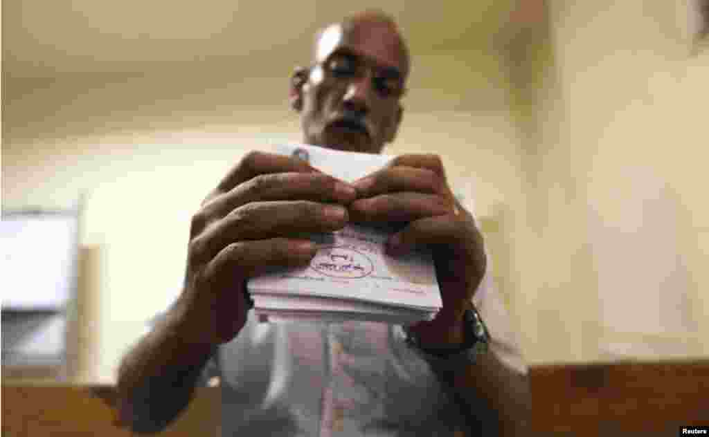 Ballot counting began after polls closed in Cairo on Sunday.