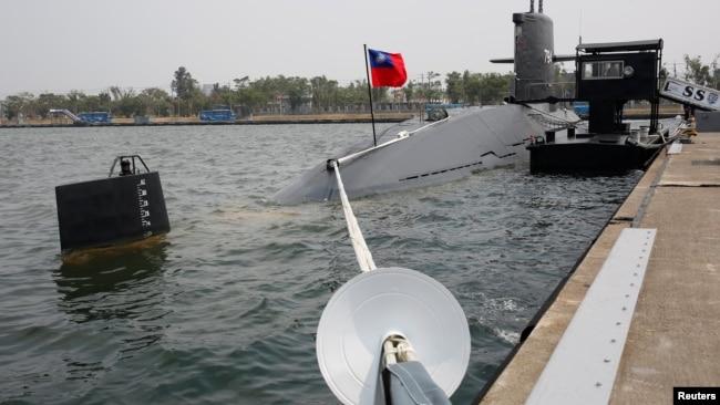 Tàu ngầm Hai Lung (SS-794) của Đài Loan tại một căn cứ hải quân ở thành phố Cao Hùng, Đài Loan, ngày 21 tháng 3, 2017.