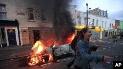 폭동으로 불타는 자동차