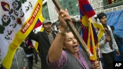 15일 새로 출범한 시진핑의 새 지도부에 대항하의 시위를 벌이는 인도 내 티베트인들.