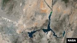 Hình ảnh mực nước của Hồ Mead ở khu vực giáp ranh hai tiểu bang Nevada-Arizona cho thấy mức thấp nhất trong lịch sử, tháng 5 năm 2016.