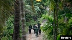 Arakan eyaletinde devriye gezen Myanmar askerleri