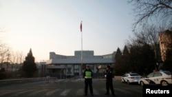 Policemen stand outside the Beijing No. 1 Intermediate People's Court, where Xu Zhiyong was tried.