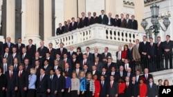今年新当选的国会众议员合影