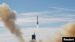 Raketa sa trojicom astronauta lansirana je iz provincije Gansu na svemirsku stanicu Tianhe