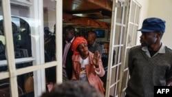 Un candidat de l'Alliance du Mouvement pour le Changement Démocratique (MDC), au poste de police de Ross Camp à Bulawayo, le 13 juillet 2018