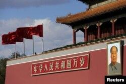 天安门广场的毛泽东像(资料照片)